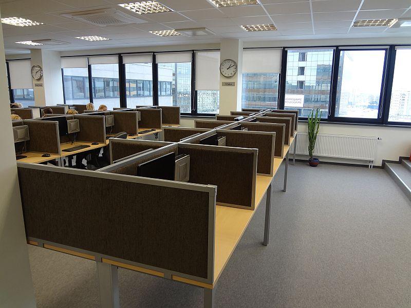 Stalo pertvaros ir kiti būtini biuro baldai