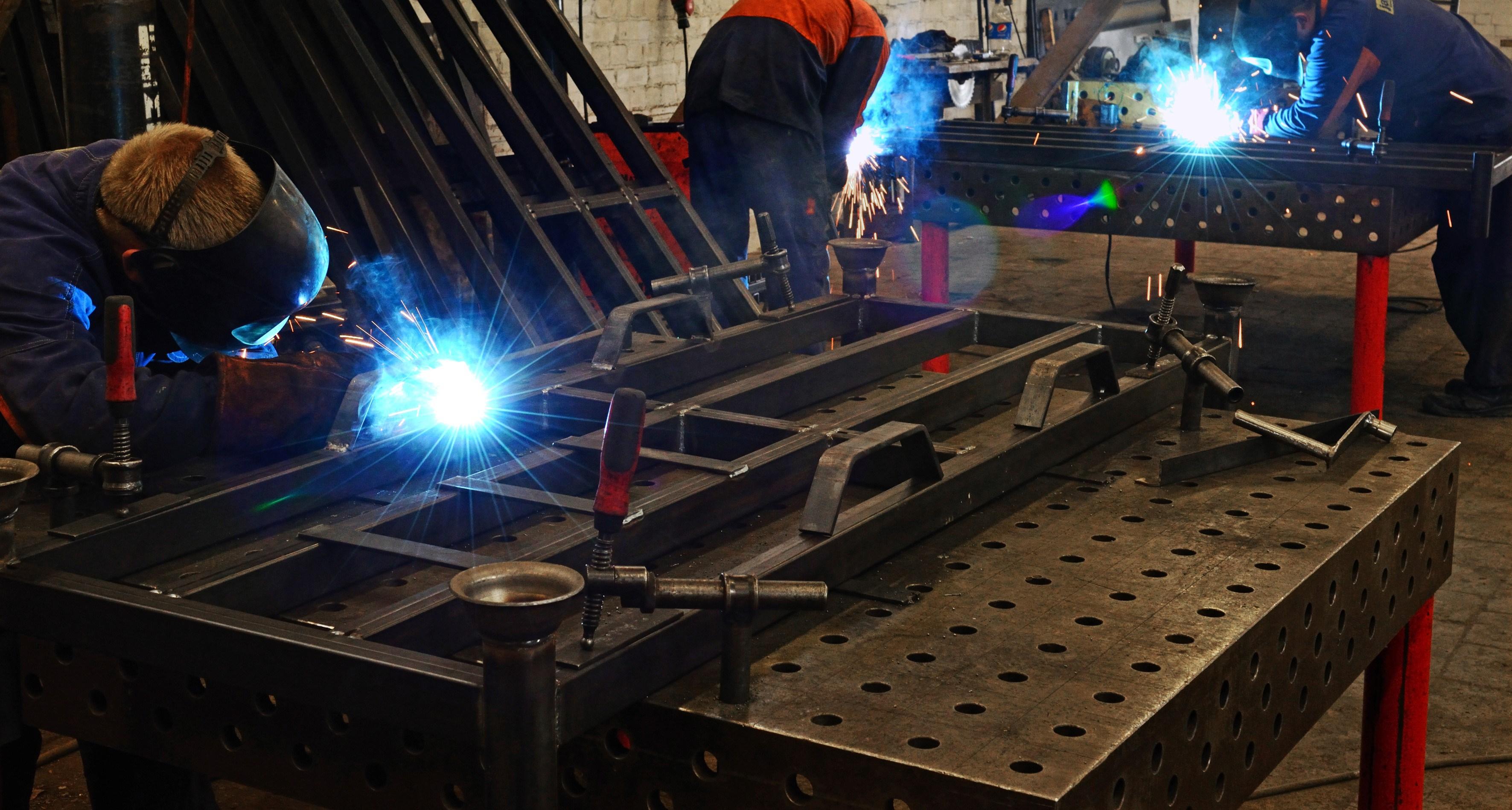 Metalo gaminiai namuose: kada rinktis ir kaip prižiūrėti?